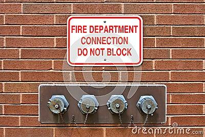De Aansluting van de Standpijp van het brandweerkorps