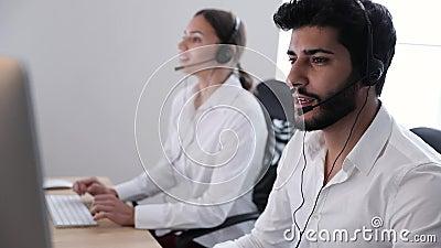 De Agent Consulting Customers Online van het contactcentrum stock video
