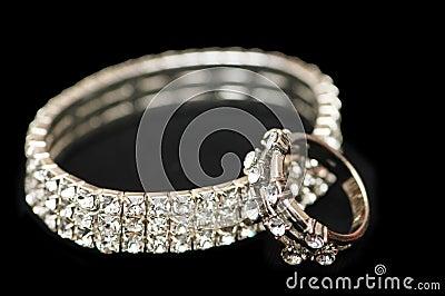De armband van de diamant en ringsisol