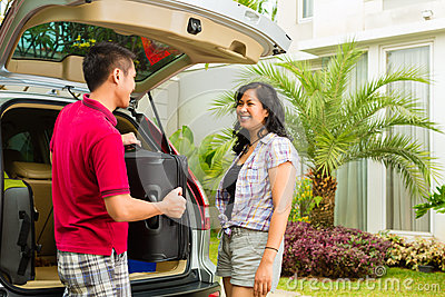 De Aziatische auto van de paarverpakking voor vakantie