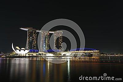 De Baai van de jachthaven schuurt Singapore