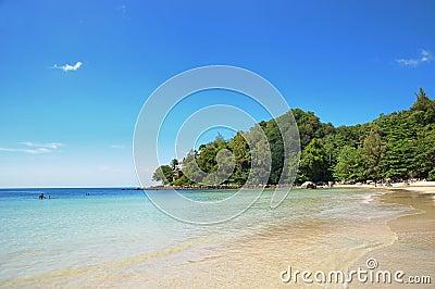 De baai van Kamala in Thailand