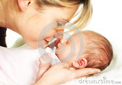 De babyogenblik van de moeder van tederheid