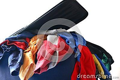 De bagage overstuffed en verpakking om te reizen