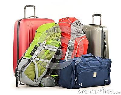 De bagage uit grote koffersrugzakken bestaan en de reis die doen in zakken