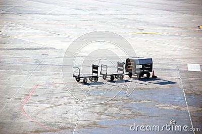 De bagagecarrier van de luchthaven