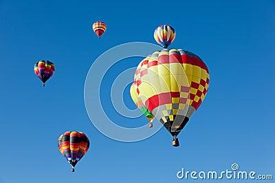 De ballons van de hete Lucht op zonnige dag