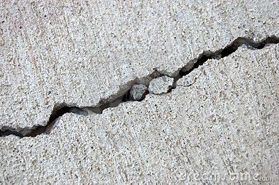 De barst van het cement
