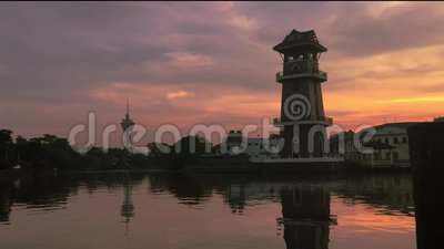 De beaux timelapes au lever du soleil près du fleuve dans l'Alor Setar Malaisie banque de vidéos