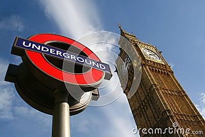 De Big Ben en Londen ondertekenen ondergronds Redactionele Afbeelding