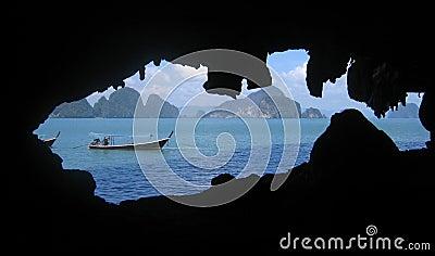 De boot van de toerist op de Baai van Phang Nga, Thailand