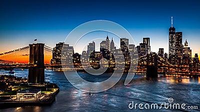 De Brug van Brooklyn bij zonsondergang
