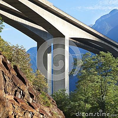 De brug van de weg