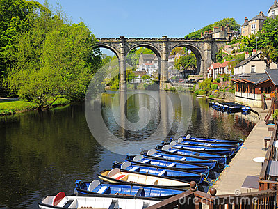 De brug van het viaduct over rivier Nidd, Knaresborough, het UK