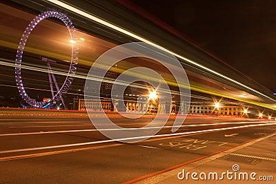 De Brug van Westminster bij nacht Redactionele Foto