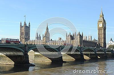 De Brug van Westminster en de Huizen van het Parlement.
