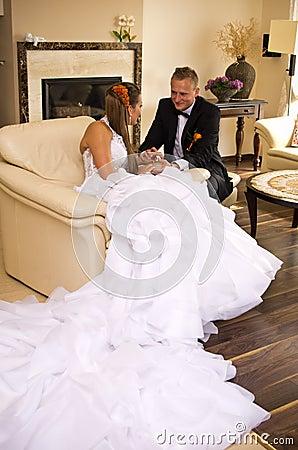 De bruid en de bruidegom van de jonggehuwde