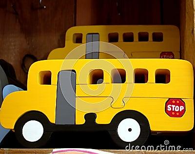 De busstuk speelgoed van de school