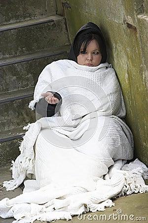 De dakloze Ruwe Slaap van het Meisje