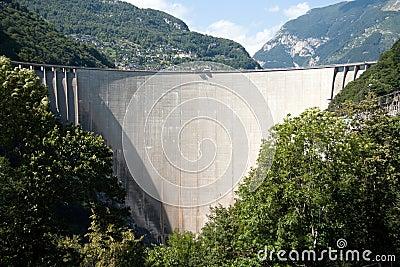 De Dam van Verzasca van Val