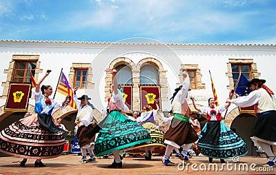 De dans van de folklore in Ibiza Spanje Europa Redactionele Foto