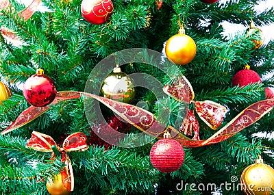 De decoratie en de boom van Kerstmis