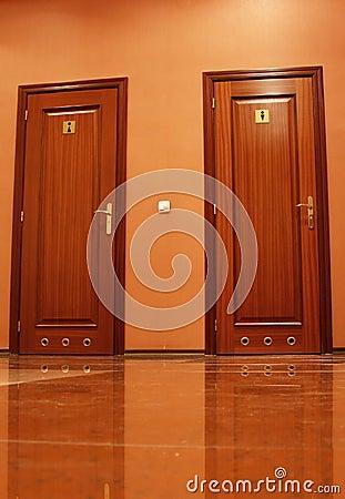 De deuren van het toilet