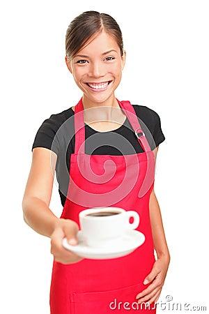 De dienende koffie van de serveerster