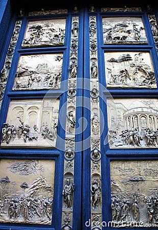 De Doopkapel van deur panelsof Duomo, Florence, Italië