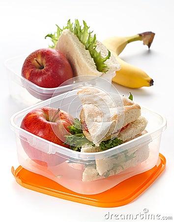 De doos van de lunch met sandwich