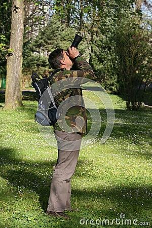 De fotograaf die van de aard foto's in park neemt