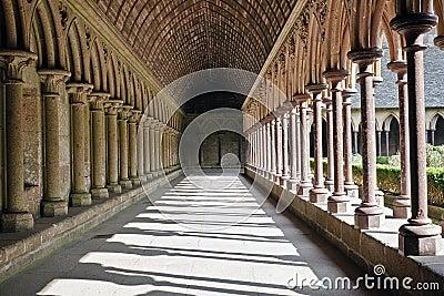 De gang van de abdij in Mont St. Michel