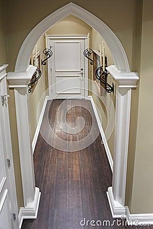 De gang van het huis met decoratieve metaaldetails stock foto afbeelding 21576890 - Deco gang huis ...