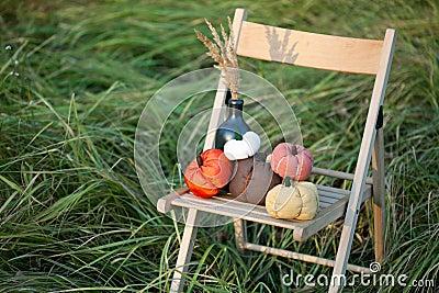 De geoogste pompoenen verfraaien