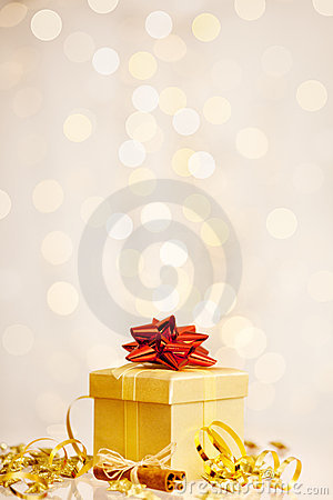 De gift van Kerstmis vóór gefonkelde achtergrond