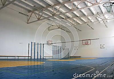 De gymnastiek van de school binnen