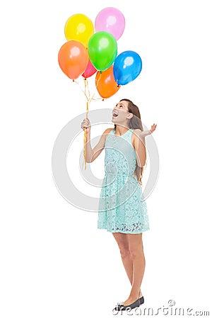 De holdingsballons van de vrouw