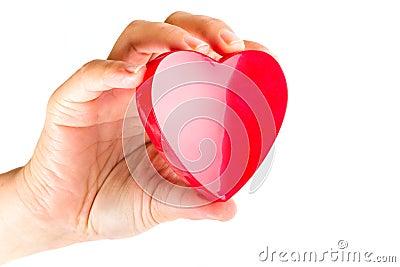 De holdingshart van de hand als liefdesymbool