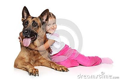 De hond van het meisje en van de Duitse herder