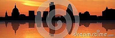 De horizon van Londen bij zonsondergang