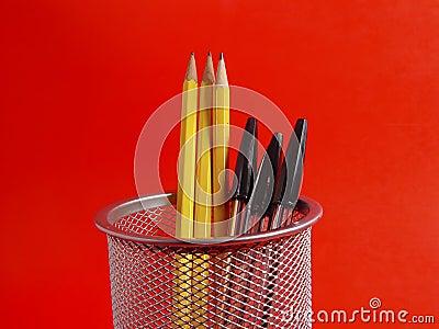 De Houder van het potlood op Rood