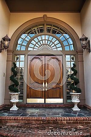 De ingang van de voordeur aan huis royalty vrije stock afbeelding afbeelding 4722906 - Huis ingang ...