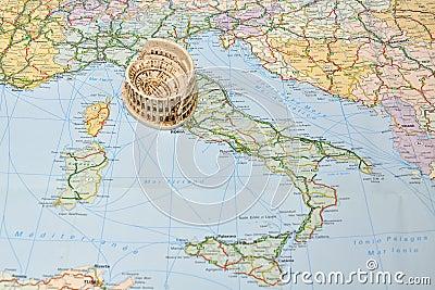 De kaart van Italië, miniatuurherinneringsstuk speelgoed Colosseum, Rome