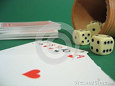 De kaarten en dobbelen