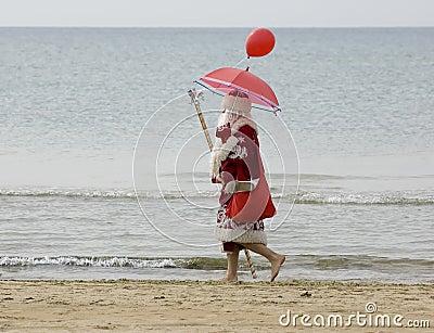 De Kerstman op het strand
