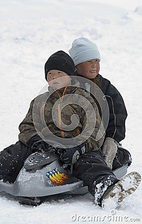 De Kinderen van Inuit - Groenland - Ittoqqortoormiit Redactionele Stock Afbeelding