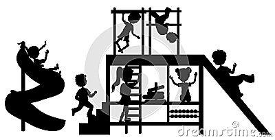 De kinderen van silhouetten op speelplaats