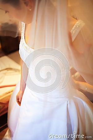De kleding van de bruid