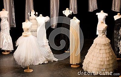 De kleding van huwelijken