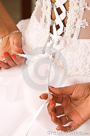 De kledingsband van de bruid